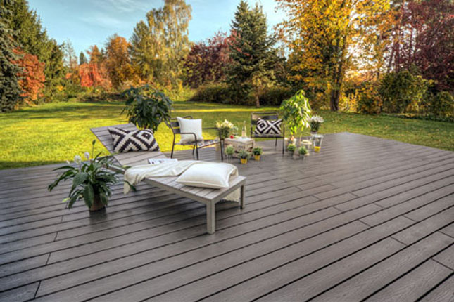 This Trex Transcend Gravel Path deck was added to a home in Germany.